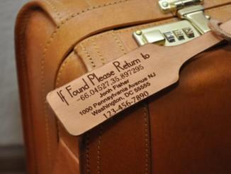 Kožená visačka na kufr - Foto: © MyLeatherGiftToYou