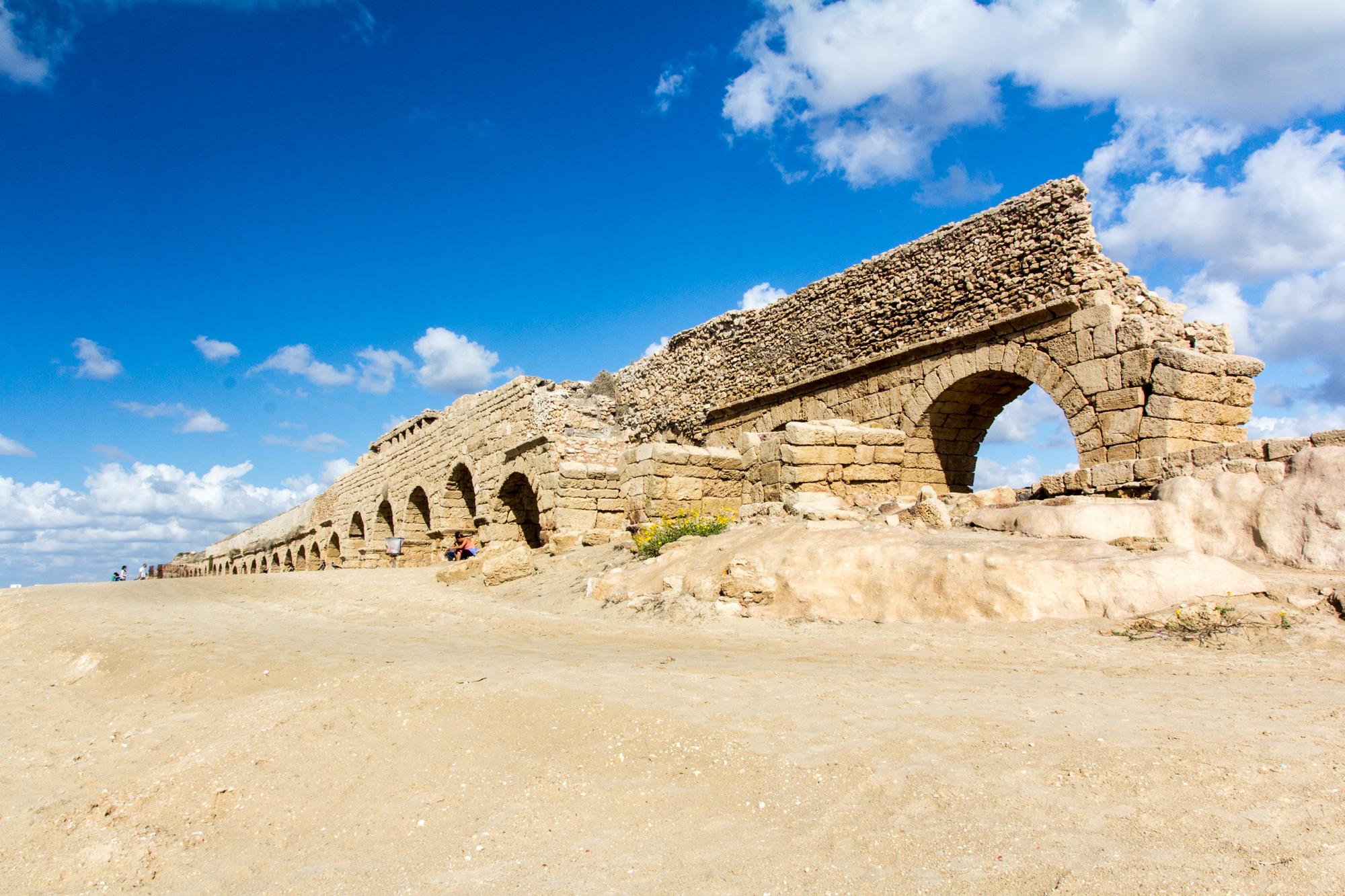 Caesarea akvadukt - Foto: © Oren Rozen