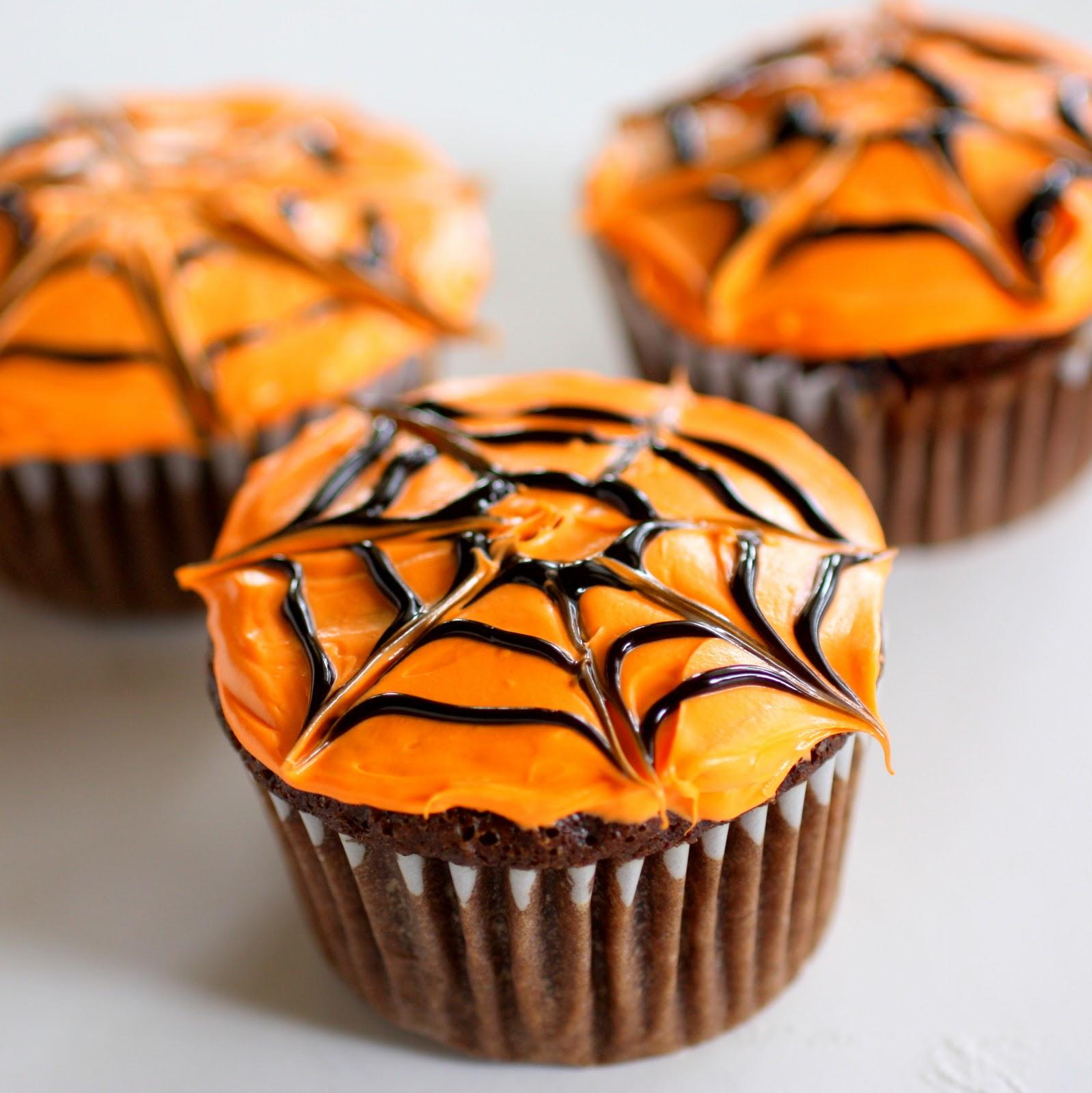 Halloween cupcakes - Zdroj: thegirlwhoateeverything.com
