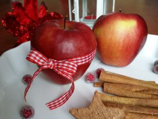 Dekorovaná jablka na Vánoce - Foto: TravelPlacesAndLife.com