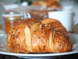 Croissant ke snídani - © Foto: TravelPlacesAndLife.com