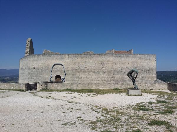 pomnik-markyz-de-sade