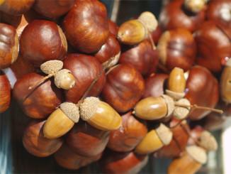 Podzimní věnec z kaštanů - © Foto: TravelPlacesAndLife.com