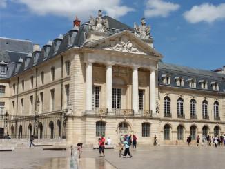 Palác burgundských vévodů v Dijonu / Palace of the Dukes of Burgundy  - © Foto: TravelPlacesAndLife.com