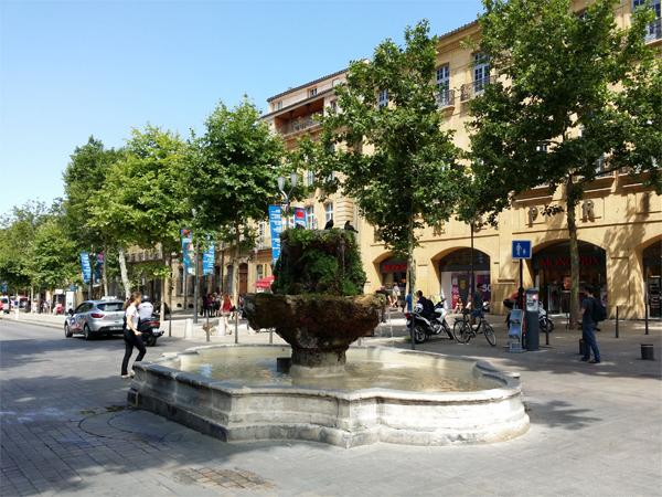 Cours Mirabeau v Aix en Provence