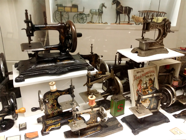 Šicí stroje - Muzeum hraček, Benátky