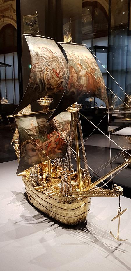 Zlatá loď